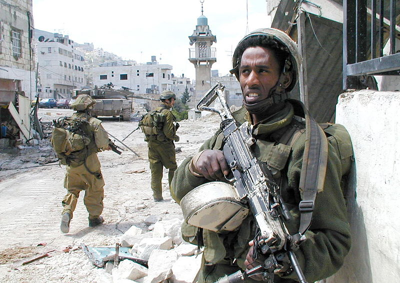 forte israeliene care stau de garda